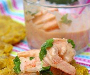 Coctel de Camarones (Shrimp Cocktail) |mycolombianrecipes.com