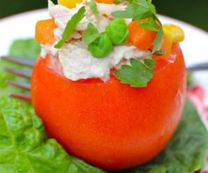 Tomates Rellenos de Atún (Tuna salad Stuffed Tomatoes)|mycolombianrecipes.com