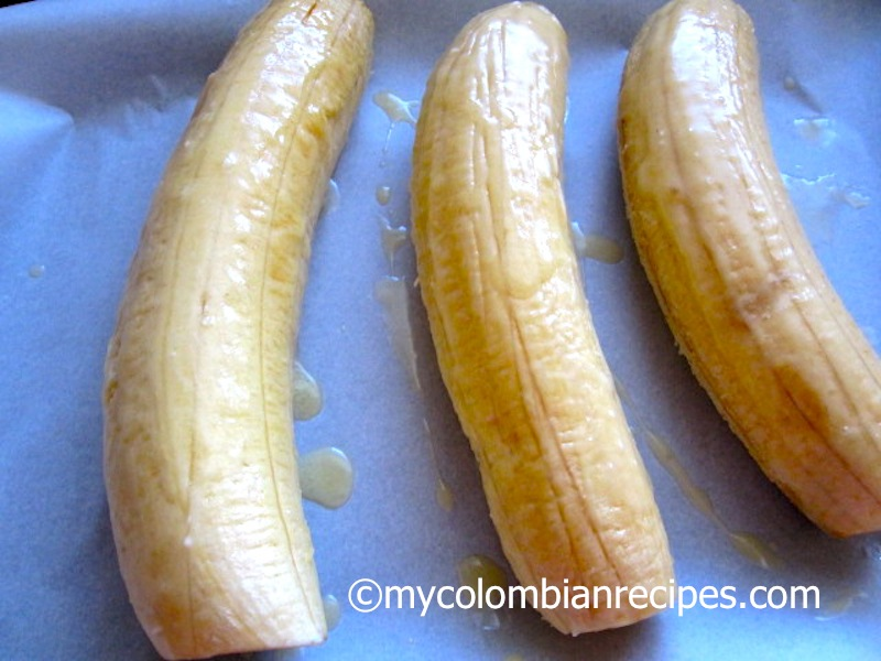 BAKED PLANTAINS WITH GUAVA AND CHEESE (PLATANOS ASADOS CON BOCADILLO Y QUESO)