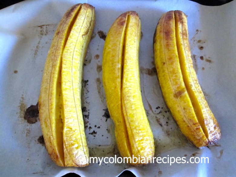 BAKED PLANTAINS WITH GUAVA AND CHEESE (PLATANOS ASADOS CON BOCADILLO Y QUESO)colombian food