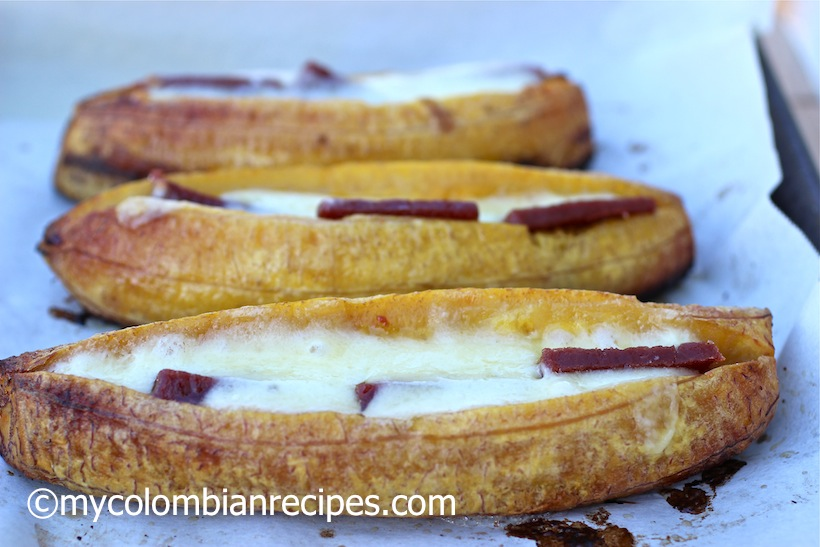 Pltanos asados con bocadillo y queso baked plantains with guava ingredients forumfinder Choice Image