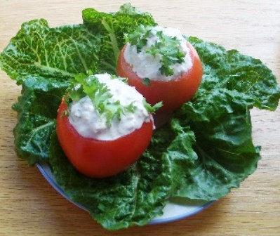 tomates stuffed with tuna