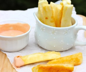 Yuca frita (Yuca or Cassava Fries) |mycolombianrecipes.com