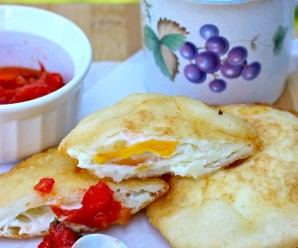 Arepa Filled with Egg (Arepa de Huevo) |mycolombianrecipes.com