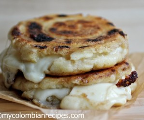 Cheese Stuffed Corn Cakes (Arepas Rellenas de Queso) |mycolombianrecipes.com