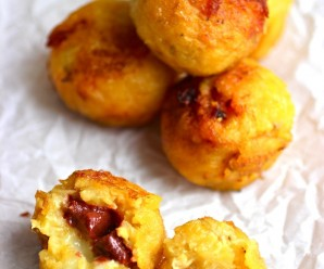 Ripe Plantain Balls (Buñuelos de Plátano Maduro)|mycolombianrecipes.com