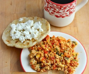 Huevos Pericos (Scrambled Eggs with Tomato and Scallions) |mycolombianrecipes.com