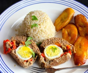 Colombian Style Stuffed Meatloaf (Albondigón Colombiano) |mycolombianrecipes.com