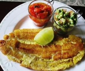 Tostadas de plátano Verde o Patacón Grande (Whole fried Green Plantain) |mycolombianrecipes.com