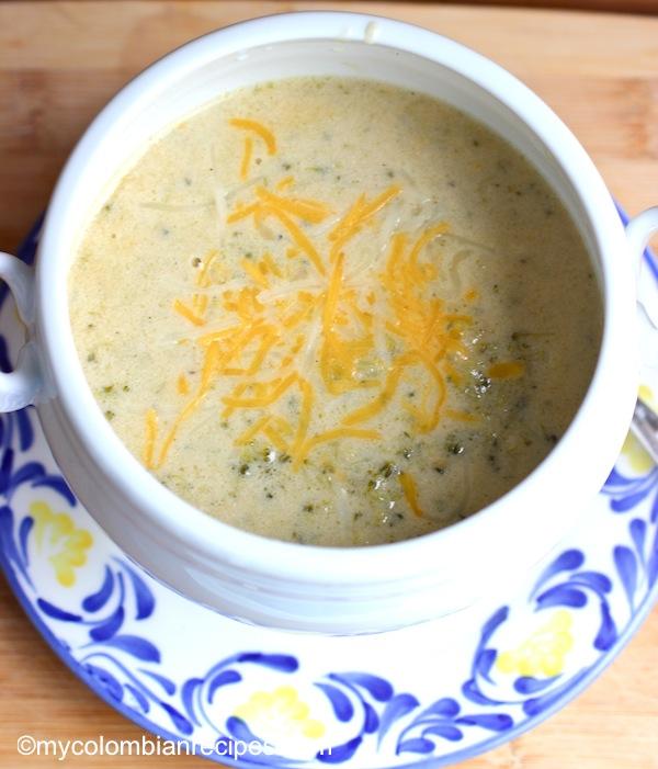 Crema de Brocoli (Broccoli Soup) |mycolombianrecipes.com