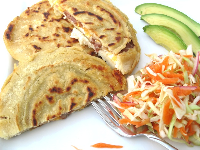 How to make pupusas revueltas de chicharron