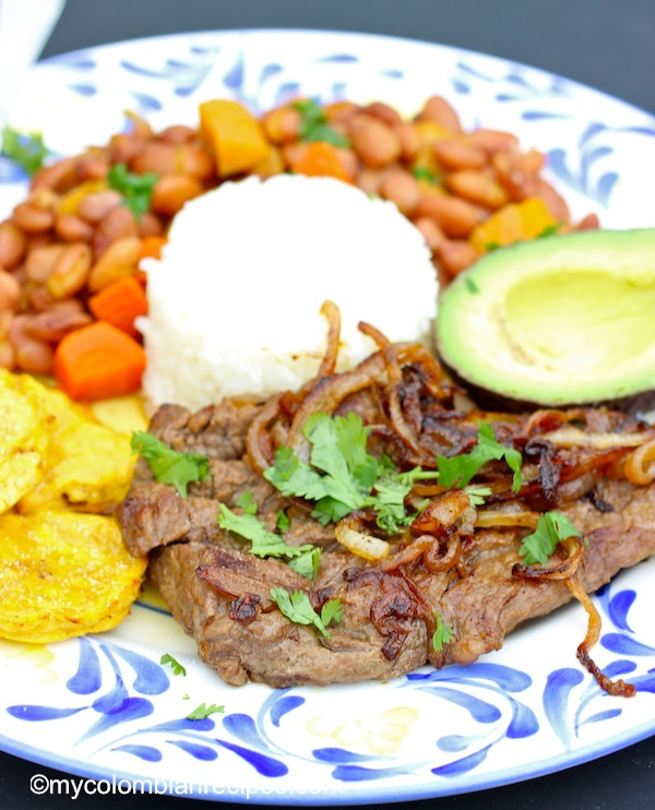 Bistec Encebollado ( Colombian-Steak with Onion Sauce) |mycolombianrecipes.com