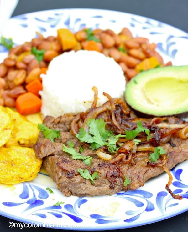 Bistec Encebollado ( Colombian-Steak with Onion Sauce)  mycolombianrecipes.com
