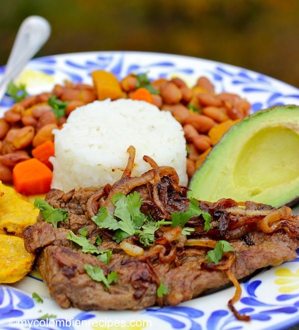 Bistec Encebollado (Steak with Onion Sauce) |mycolombianrecipes.com