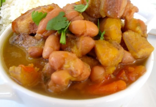 Frijoles con Chicharron o Garra (Bean Stew with Pork Belly)