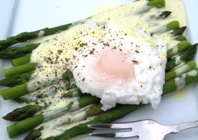 Huevo con asparagus 214