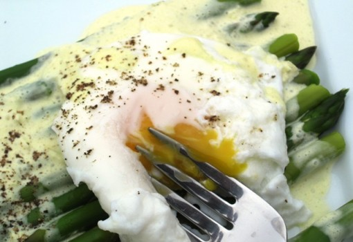 Poached Eggs with Asparagus and Mustard Sauce