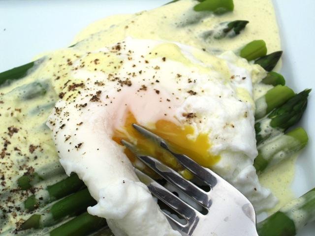 Huevo y asparagus223