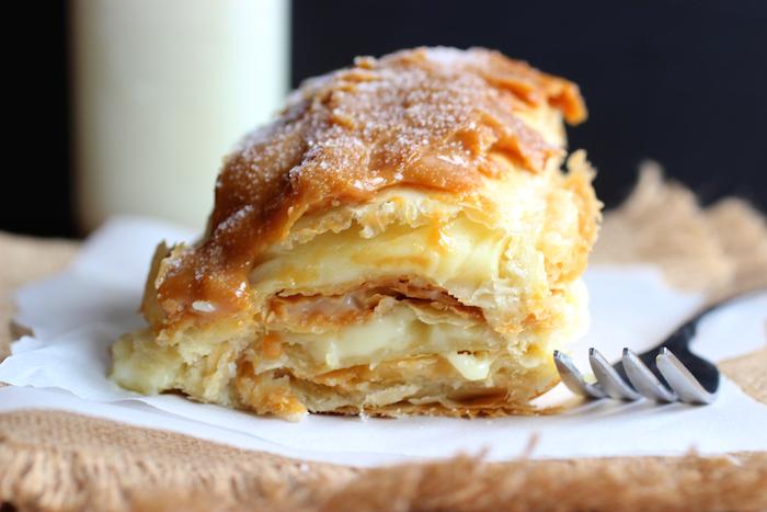 Milhojas con Arequipe (Colombian Dulce de Leche Pastry)