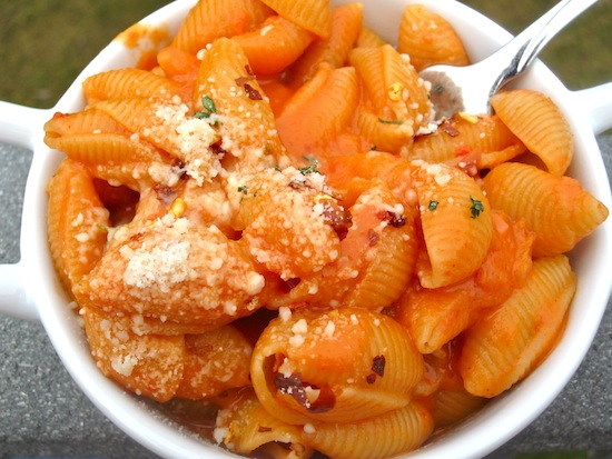 Pasta with Creamy Roasted Pepper and Tomato Sauce | My Colombian ...