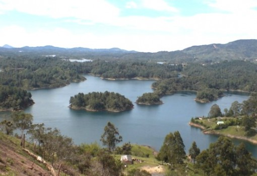 La Piedra del Peñol y La Reserva de Guatapé (The Peñol Rock and The Guatapé Reservoir)