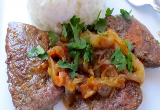 Higado con Salsa Criolla (Liver with Creole Sauce)