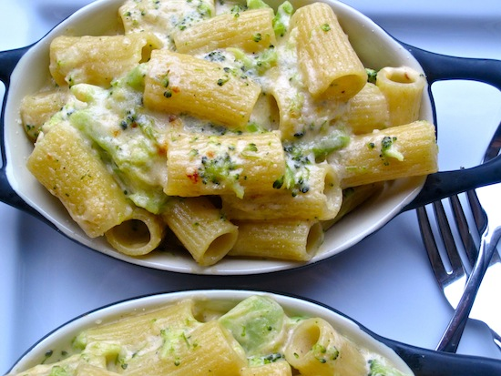 Pasta with Cheese and Broccoli Sauce