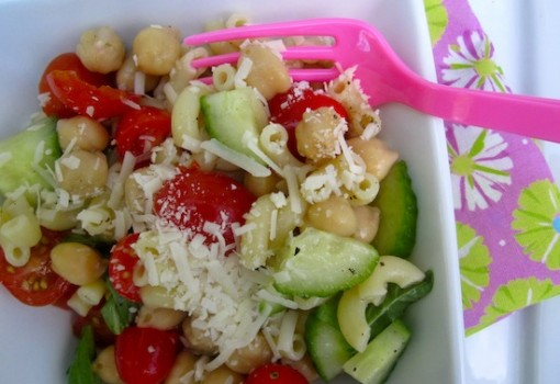 "<span class=""p-name"">Pasta and Chickpea Salad (Ensalada de Pasta y Garbanzo)</span>"