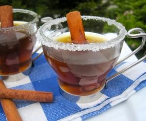 Canelazo (Sugar Cane and Cinnamon Hot Drink) |mycolombianrecipes.com