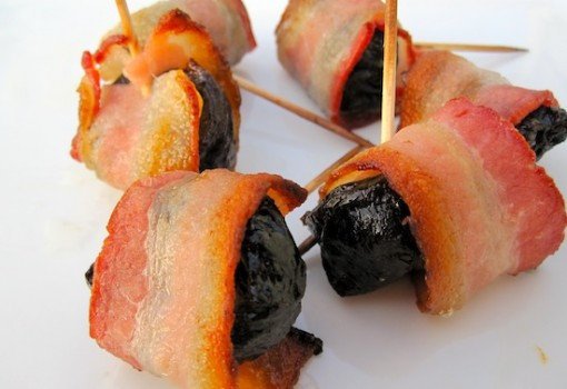Ciruelas con Tocineta (Prunes Wrapped with Bacon)