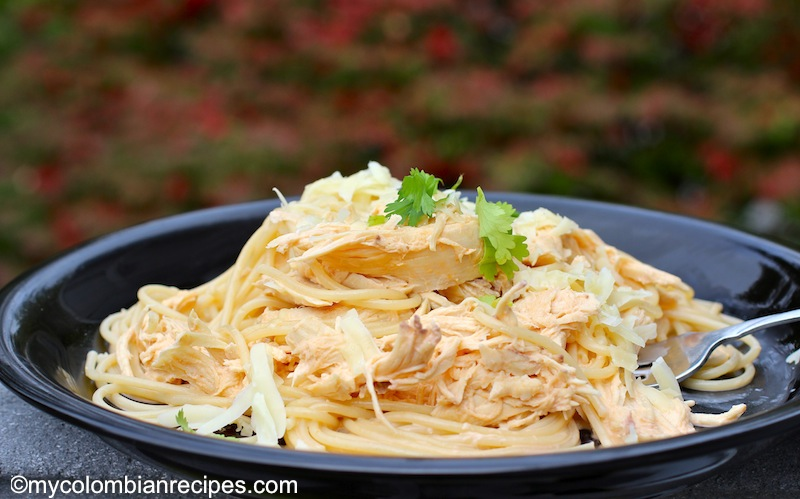 Pasta con Pollo (Colombian Creamy Pasta with Chicken)