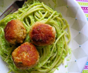 Pasta with pea Pesto and Tuna Balls