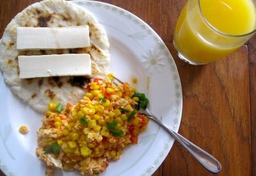 Huevos pericos con Maiz
