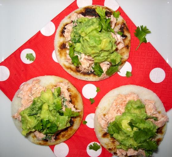 Arepitas con Avocado y salmon