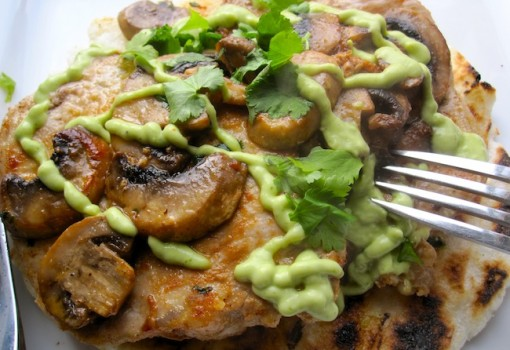 Arepa con Cerdo,Champiñones y Salsa de Aguacate(Arepa with Pork, Mushrooms and Avocado Sauce)