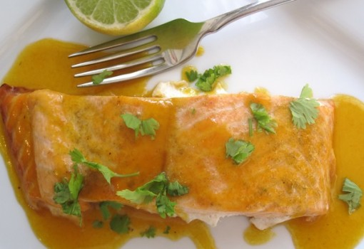 "<span class=""p-name"">Salmón con Salsa de Maracuyá (Salmon with Passion Fruit Sauce)</span>"
