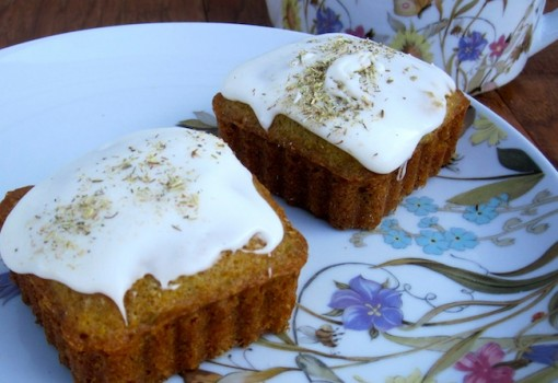 mini chamomile cakes with frosting