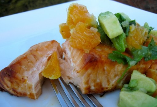 "<span class=""p-name"">Salmon con Salsa de Mandarina y aguacate (Salmon with Tangerine and Avocado Salsa)</span>"