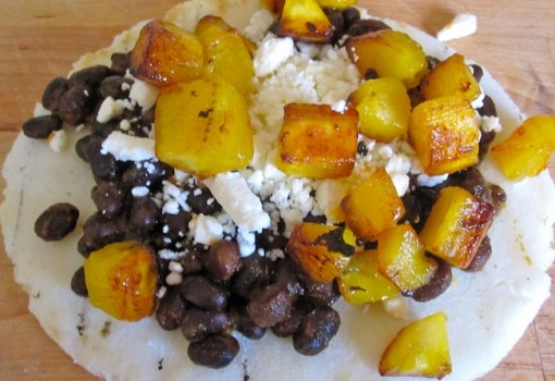 "<span class=""p-name"">Arepa Dominó con Plátanos y Guacamole (Arepa with Black Beans, Fresh Cheese, Plantains and Guacamole)</span>"