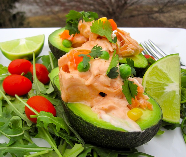 Aguacate Relleno de Salmón (Avocado Filled with Salmon)