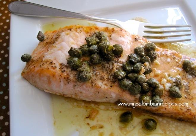 Salmón con Salsa de Alcaparras (Salmon with Capers Sauce)