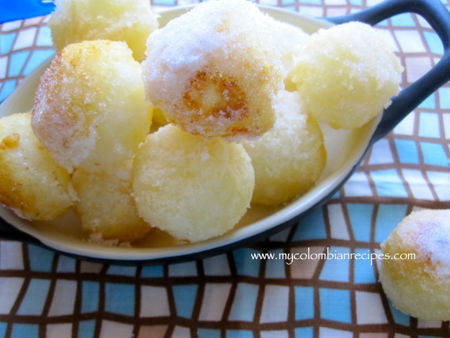 Bolitas de Yuca con Azúcar (Cassava Balls with Sugar)
