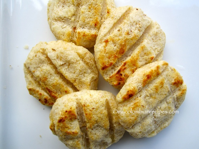 Arepas de Maiz Peto (Colombian Hominy Corn Arepas)