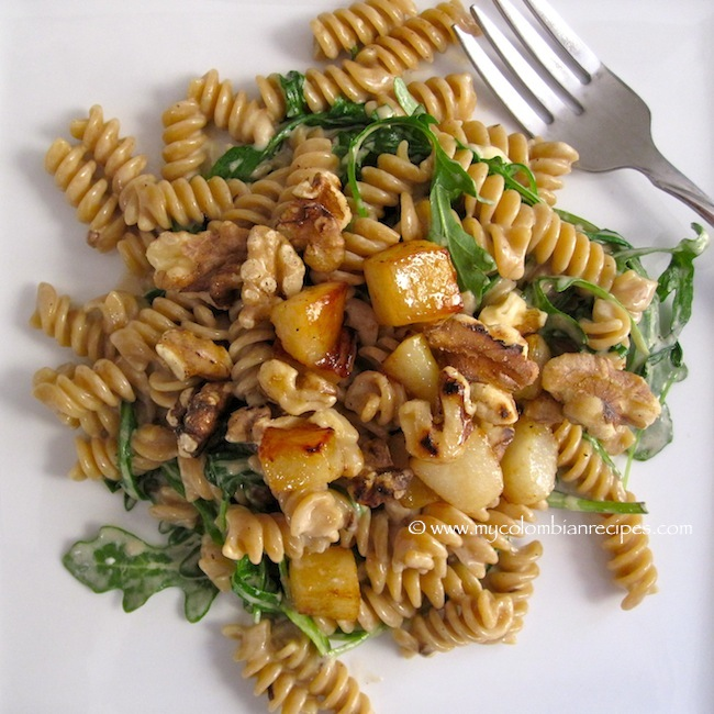 Whole Wheat Pasta with Pears, Walnuts and Gorgonzola Cheese