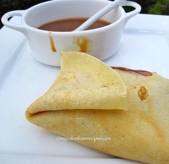 Crepes con Arequipe (Dulce de Leche Crepes)
