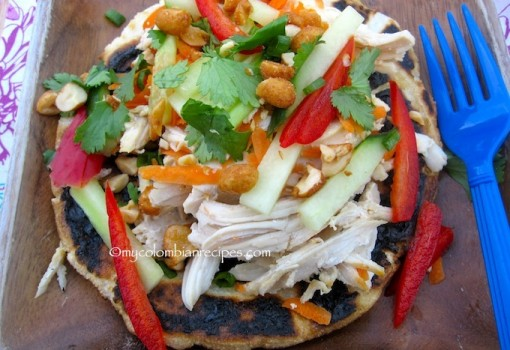 "<span class=""p-name"">Arepa Thai de Pollo (Thai Chicken Arepa)</span>"