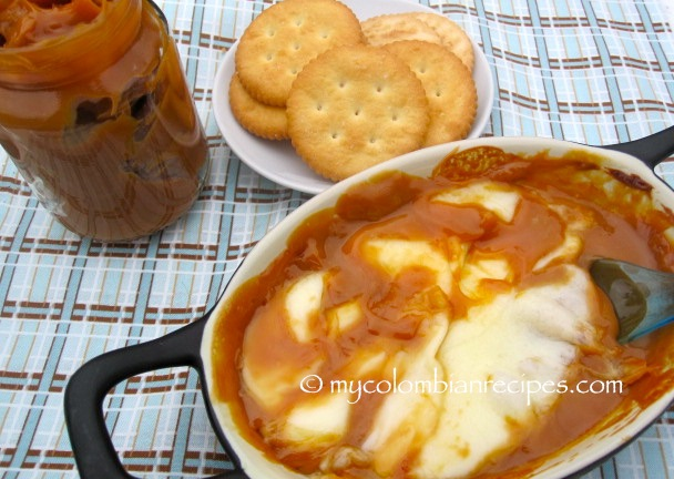 Dip de Arequipe con Queso (Dulce de Leche and Cheese Dip)