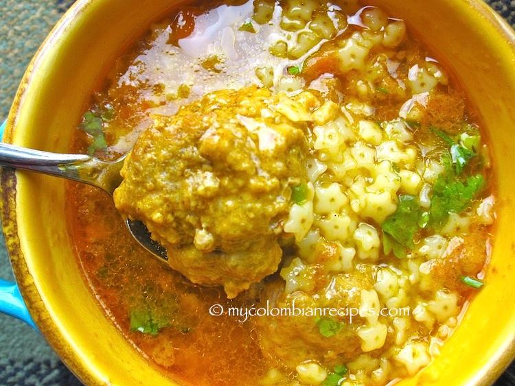 Sopa de Estrellitas con Albóndigas (Pasta and Meatballs Soup)
