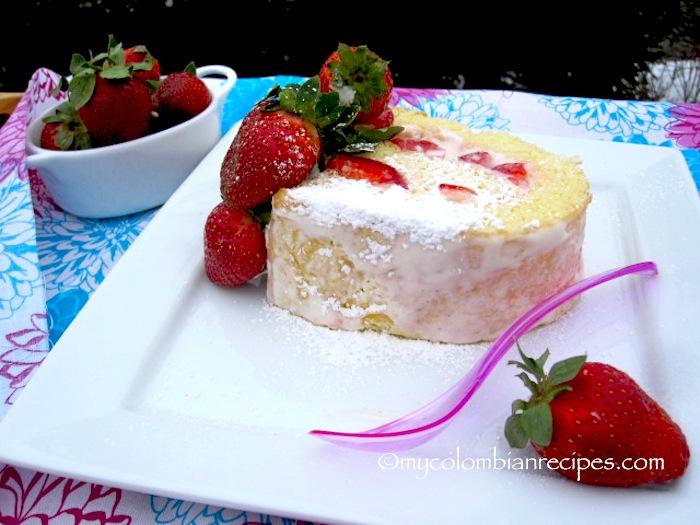 Brazo de Reina (Strawberries and Cream Cake Roll)