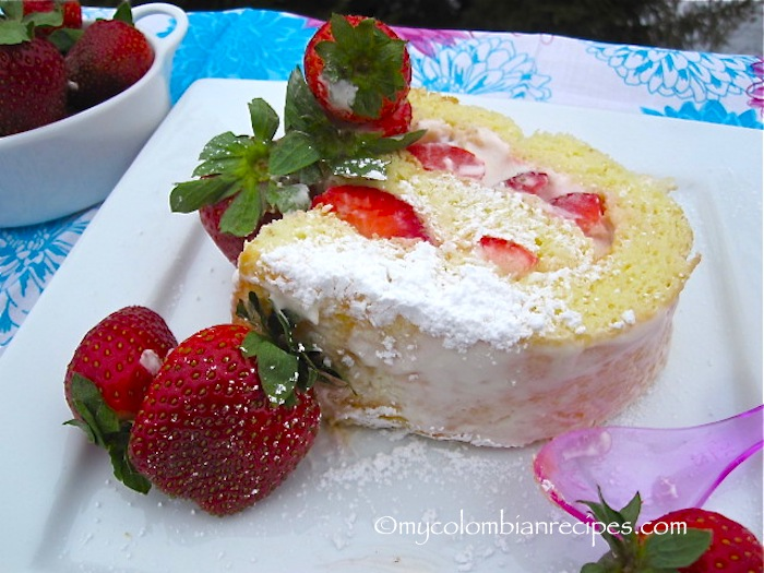 Brazo de Reina (Strawberries and Cream Cake Roll)